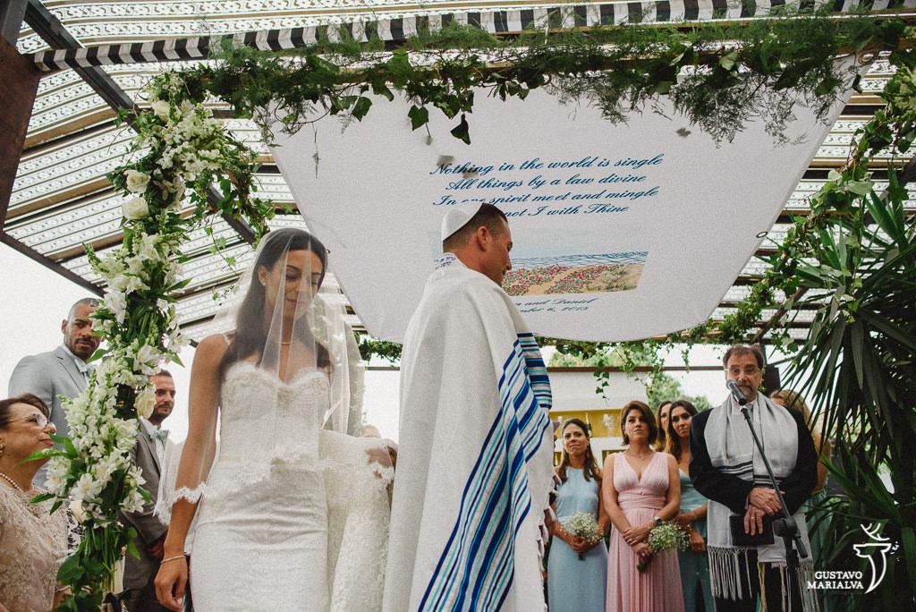 noiva cumprindo tradição judaica