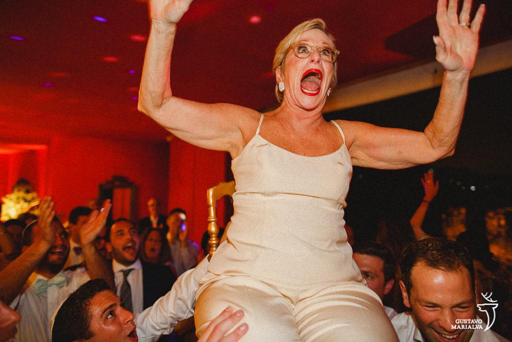 mãe do noivo gritando