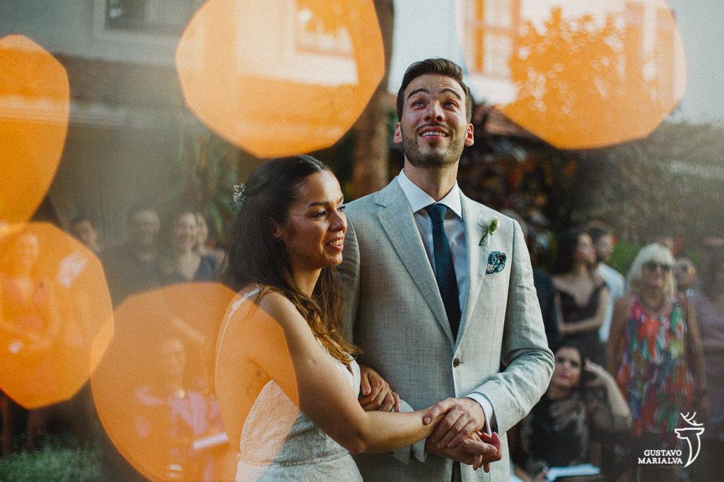 noivo chorando durante a cerimônia de casamento