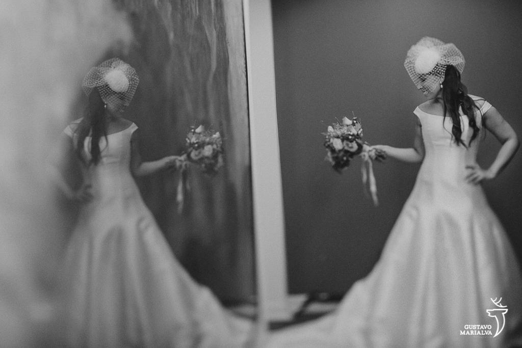 noiva posando para retrato durante o making of de casamento