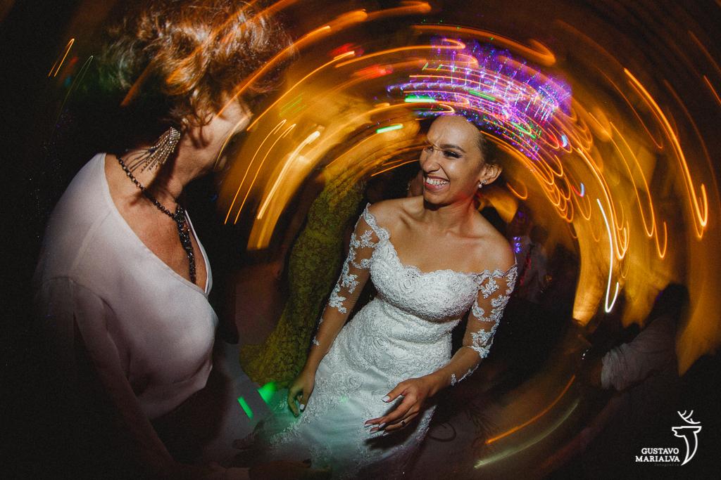 noiva sorrindo festa de casamento