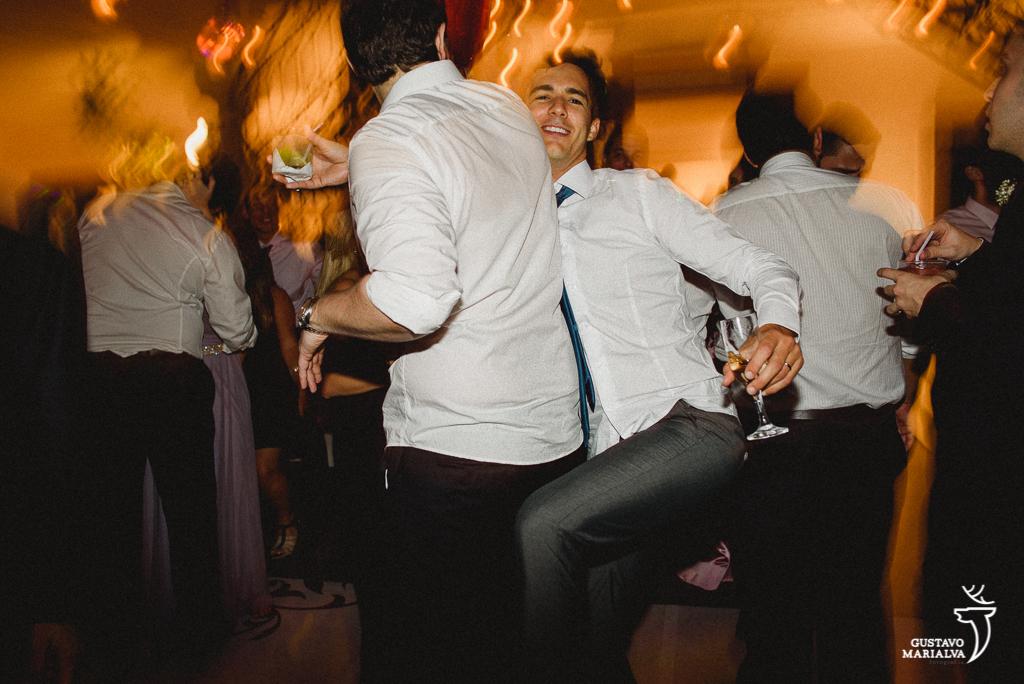 amigos dançando funk