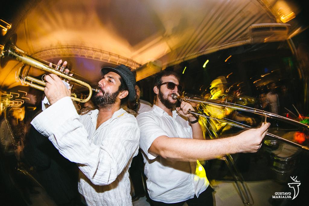 músicos tocando