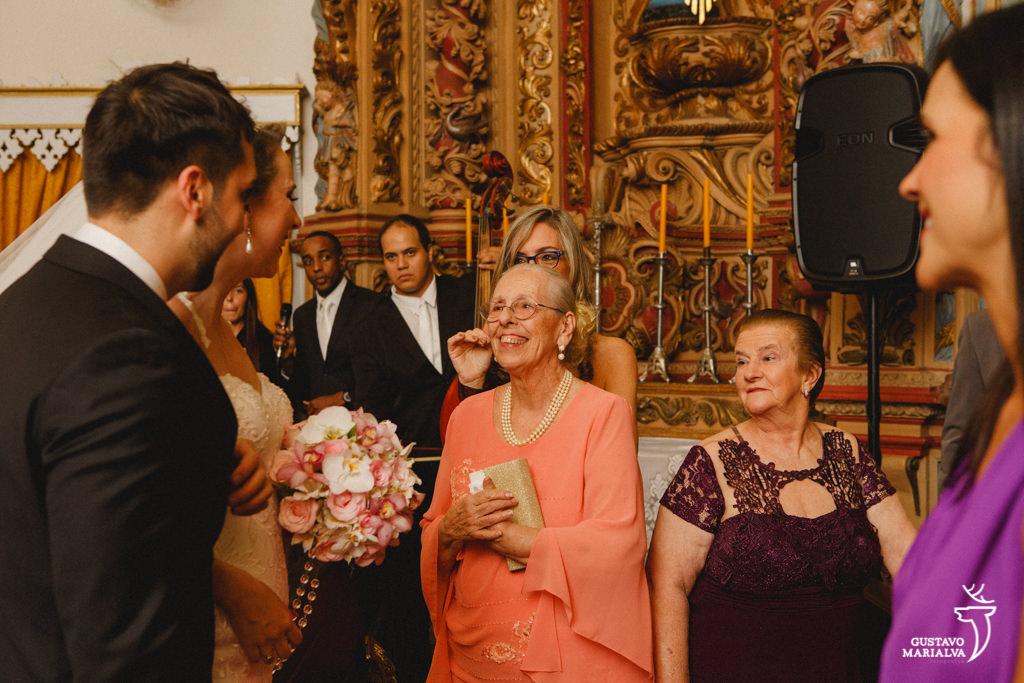 avó emocionada durante a cerimônia
