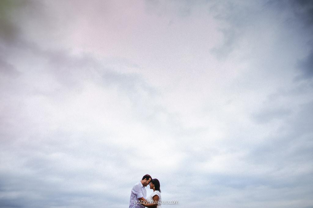 casal no céu durante book de casal
