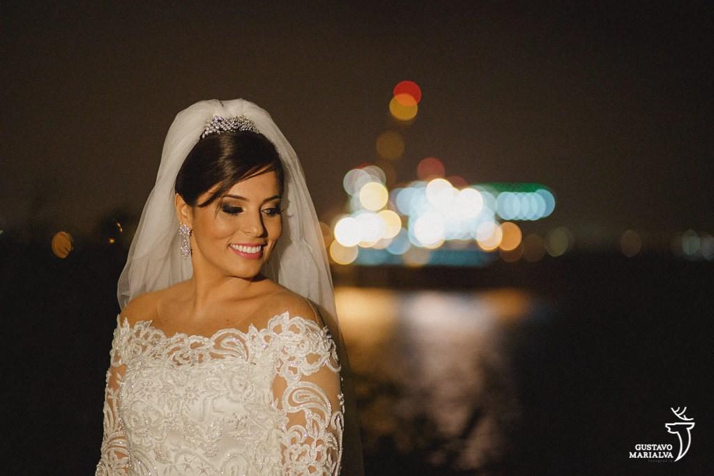 noiva sorrindo durante o making of de casamento
