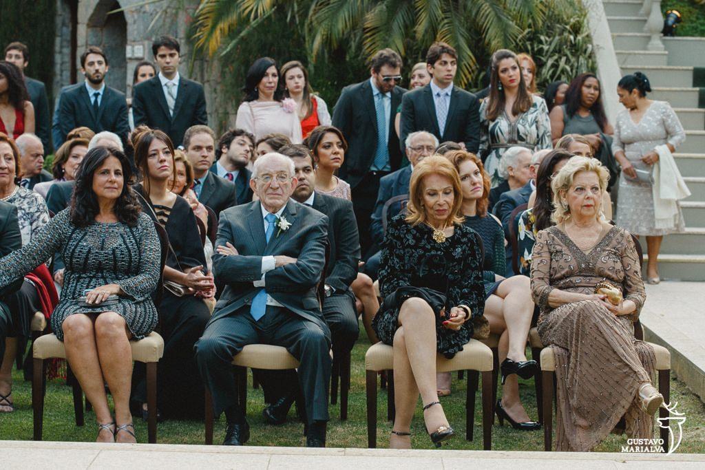 convidados durante a cerimônia de casamento