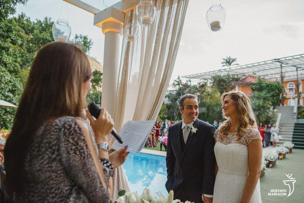 casamento colorido celebrando a cerimônia de casamento