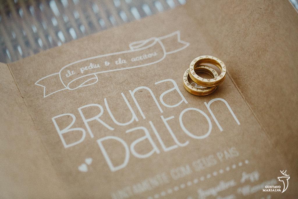 aliança e convite de casamento