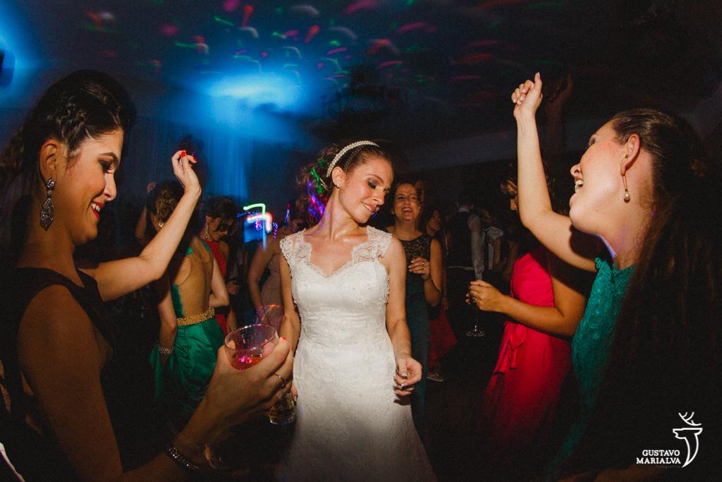 noiva dançando na festa de casamento