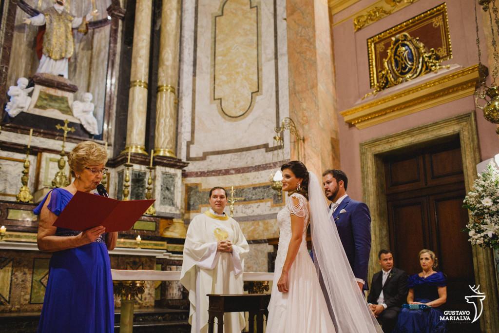 noivas emocionados com declaração da tia na cerimônia de casamento