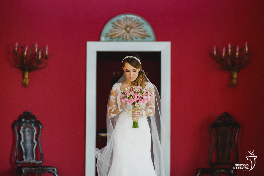 noiva posando para retrato no hotel la suite durante o making of do casamento