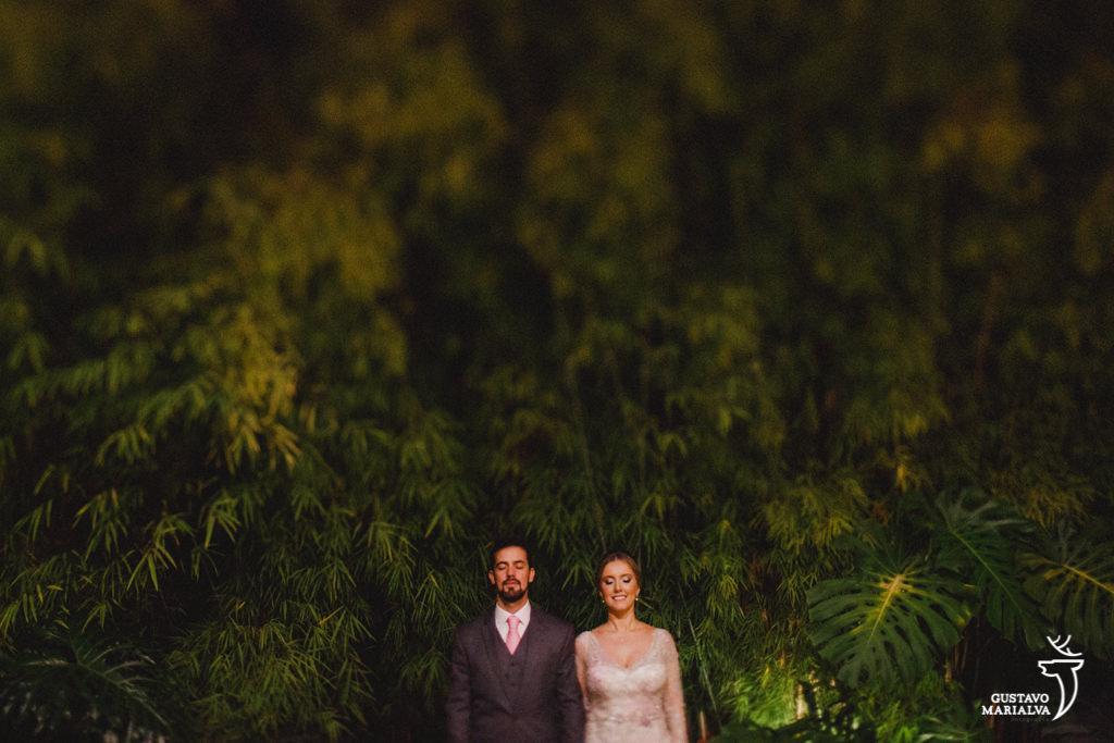 noivos posando para retratos na locanda della mimosa