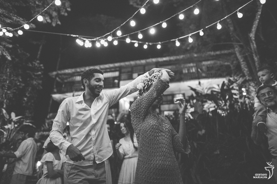irmãos dançando forró na festa de casamento