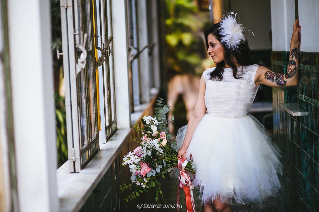 noiva posando para retrato durante o making of de casamento no hotel casa amarelo