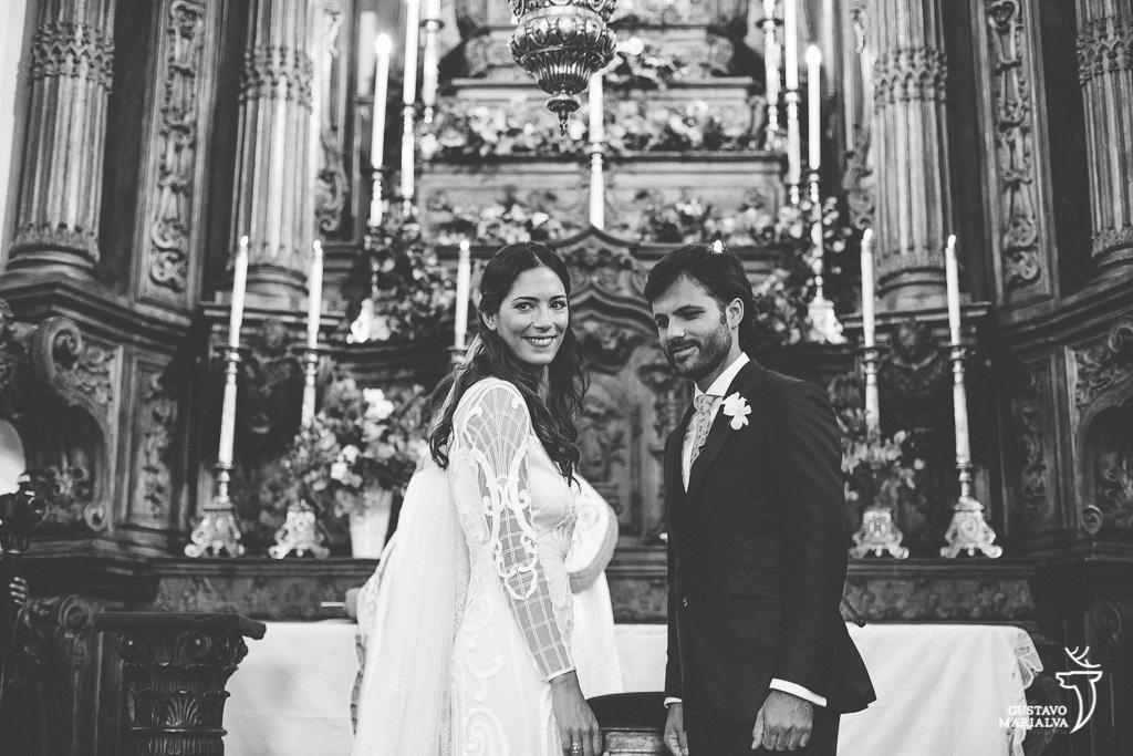 noivos agradecendo os convidados na cerimônia de casamento