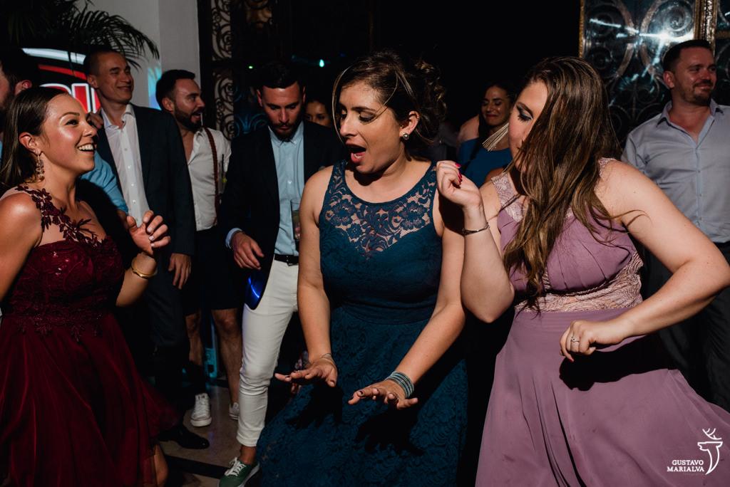 convidados dançando funk