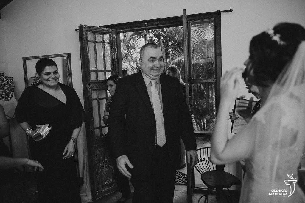 pai vendo a noiva vestida de pela pela primeira vez