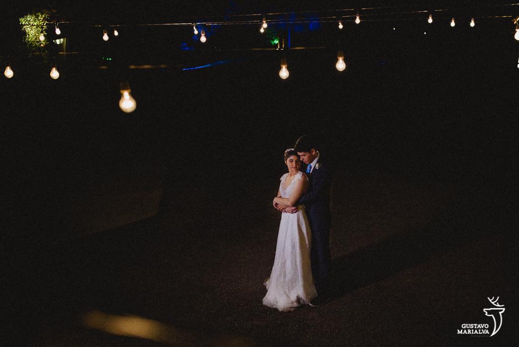 retrato do noivo no sitio meio do mato