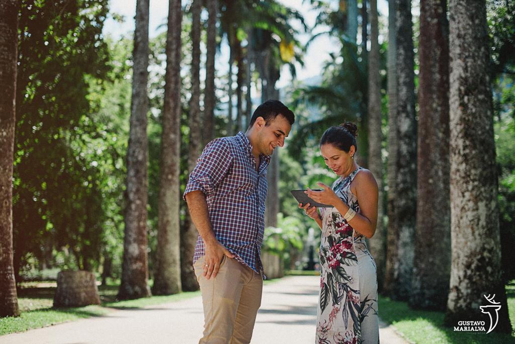 noiva lendo mensagem do noivo