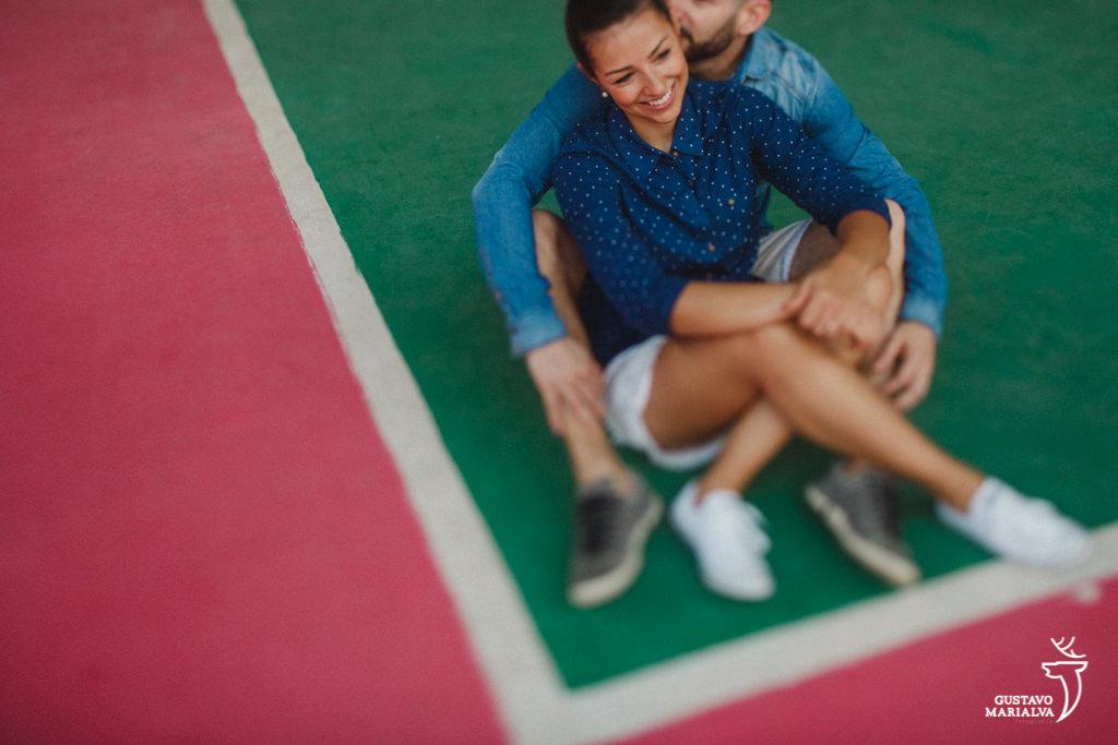 casal namorando no book de casal na mangueira