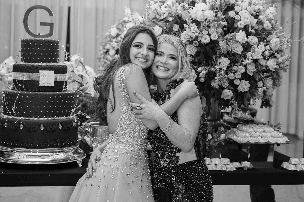 Gabreila e sua mae em vestidos lindos