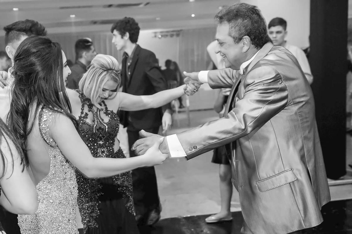 Dança e Alegria ao som DJ 90 Graus