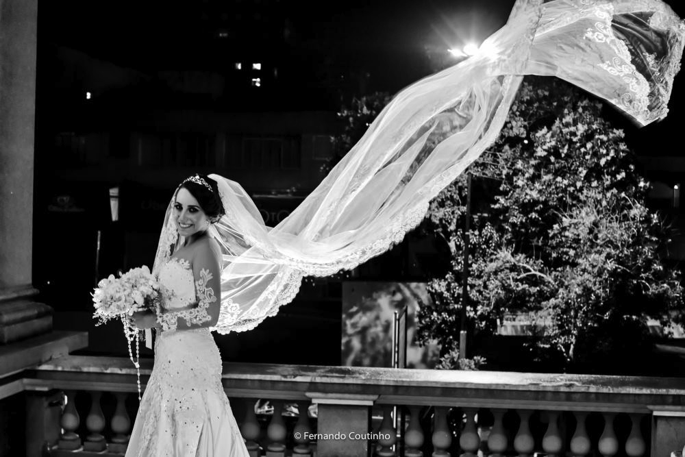 cena do veu da noiva voando feita a imagem para a filmagem de casamento de fernando coutinho fotografia e cinema