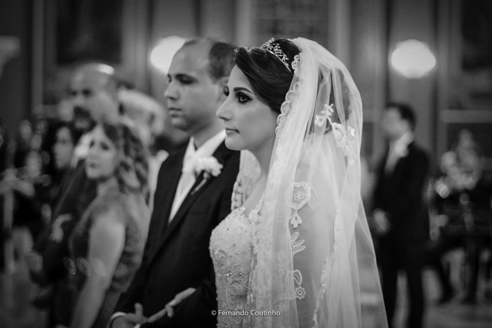 momento da meditacao do casametno dos noivos fotografdo pelo fotografo autoral de casamento fernando coutinho que fotografa fotografias autoral de casamento em campinas e regiao
