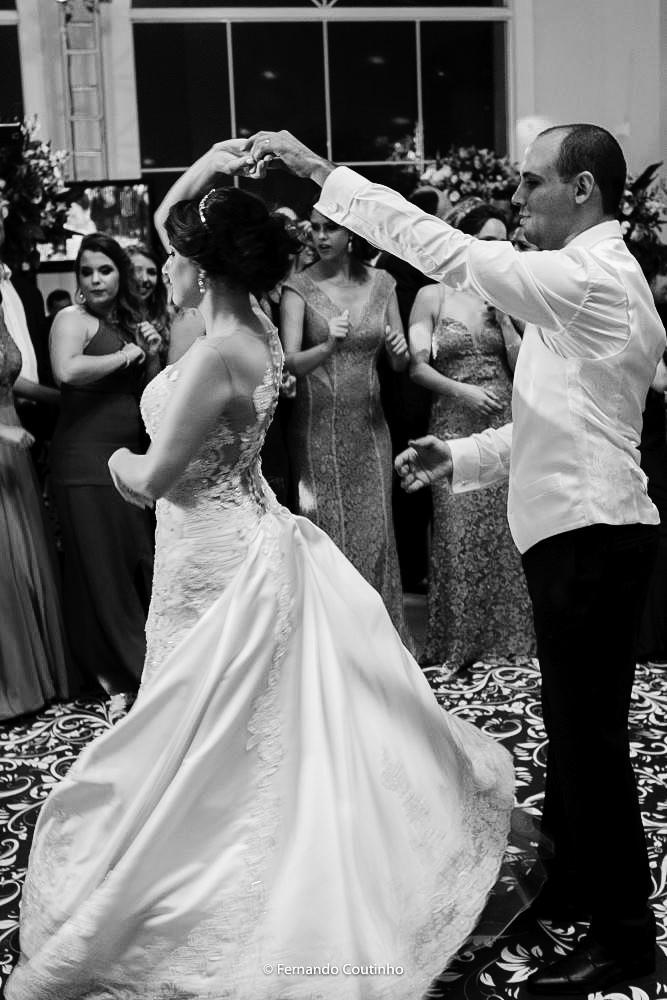 dança da valsa feita pelo casal de noivos no salao de festas villa nobre eventos na cidade de americana fotografia autoral de fernando coutinho