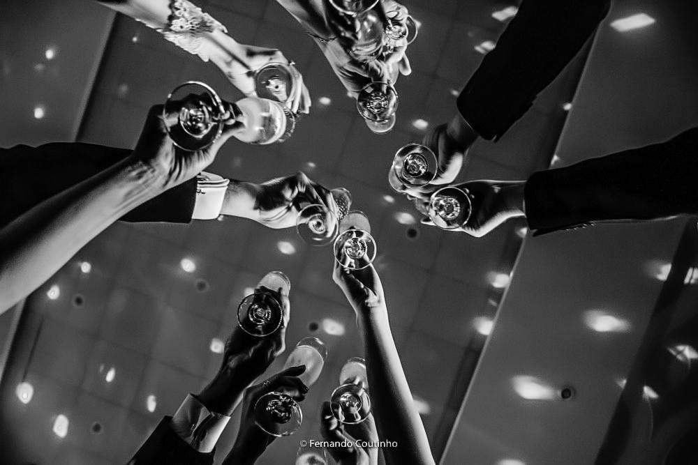 momento do bride de padrinhos de camento e pais de noivos junto com o casal de noivos na festa de casamento no espaco de festas villa nobre na cidade de americana sao paulo