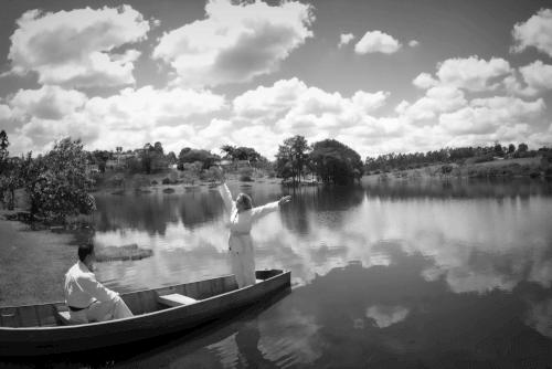 noivos de limono no barco do lago do hotel fazenda duas marias jaguariuna sao paulo fotografo campinas valinhos vinhedo americana fotografia casamento campinas valinhos vinhedo americana sao paulo