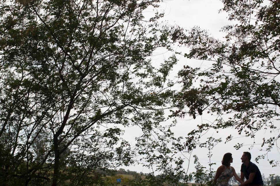 fotografia ensaio de casal em silueta fotografo de casamento na praia no campo nas montanhas casamento joaquim egidio campinas sao paulo valinhos vinhedo louveira itatiba jundiai americana indaiatuba