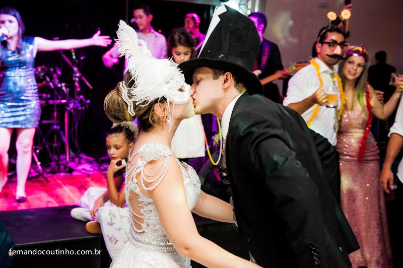 Adereço de casamento, balada, balada de casamento, festa de casamento, Bride and groom, beijo dos noivos, beijo de casamento, ensaio dos noivos, pre wedding, ensaio casal, veu de noiva, vestido chique, vestido alta sociedade, traje do noivo, Fernan