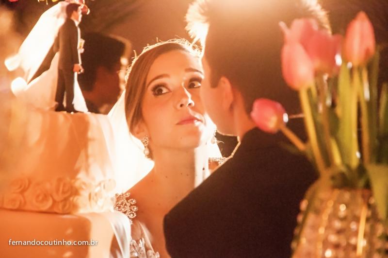 Mesa de bolo, bolo fake, noivinhos, topo de bolo, doce de casamento, bolo de casamento, Bride and groom, beijo dos noivos, beijo de casamento, ensaio dos noivos, pre wedding, ensaio casal, veu de noiva, vestido chique, vestido alta sociedade, traje do noi