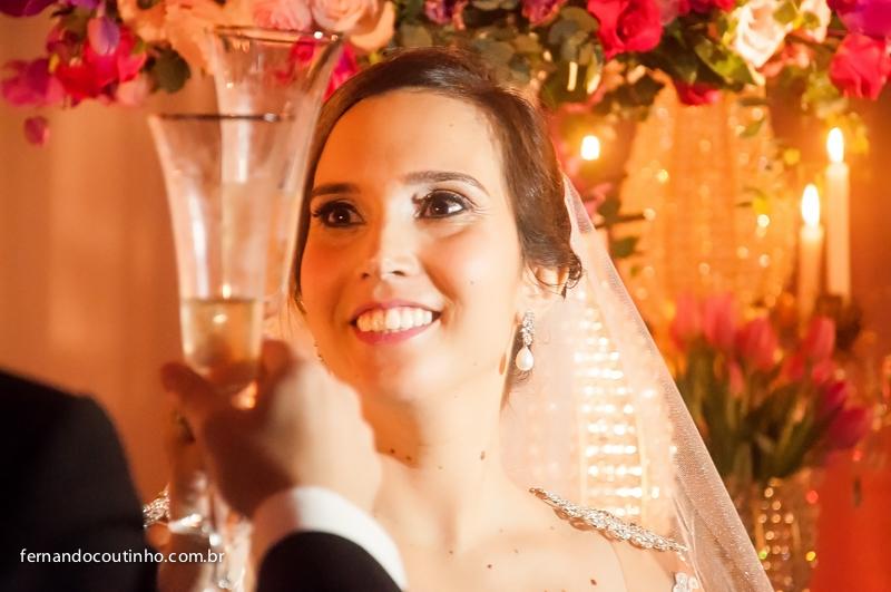Brinde dos noivos, Sorriso de noiva, Bride and groom, beijo dos noivos, beijo de casamento, ensaio dos noivos, pre wedding, ensaio casal, veu de noiva, vestido chique, vestido alta sociedade, traje do noivo, Fernando Coutinho Fotografia e Cinema, Fernando