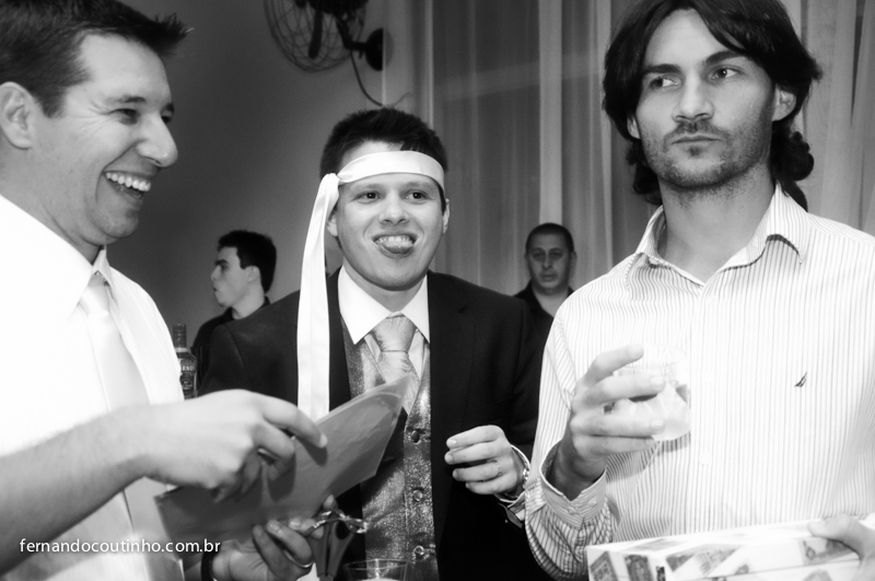 Corte de gravata, gravata de casamento, momento da gravata, Bride and groom, beijo dos noivos, beijo de casamento, ensaio dos noivos, pre wedding, ensaio casal, veu de noiva, vestido chique, vestido alta sociedade, traje do noivo, Fernando Coutinho Fotogr