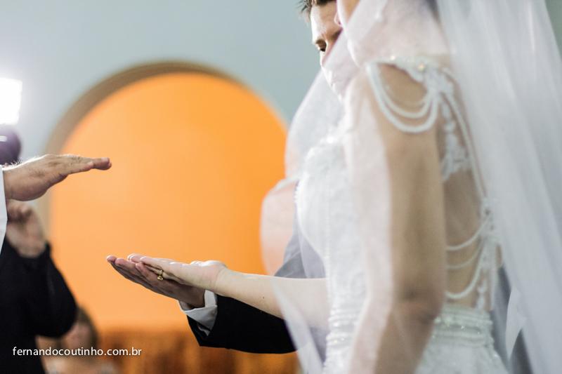 alianças, ring, benção das alianças, troca das alianças, Fernando Coutinho Fotografia e Cinema, Fernando Coutinho Fotografia e Filme, Fernando Coutinho Foto e Video, Noiva no carro, carro da noiva, noiva linda, cerimonia