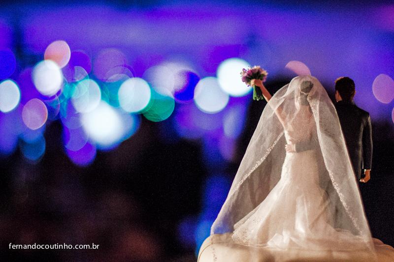 Topo de bolo, noivinhos de bolo, noivinhos fake, Bride and groom, beijo dos noivos, beijo de casamento, ensaio dos noivos, pre wedding, ensaio casal, veu de noiva, vestido chique, vestido alta sociedade, traje do noivo, Fernando Coutinho Fotografia e Cine