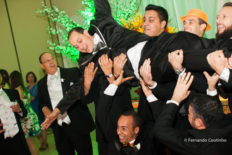 ensaio de casal, ensaio dos noivos, foto de noiva, noiva e buquet, buquet de noiva, noivos no carro, Passarela espelhada, Assessoria Completa, Balaguer Simões Special Events,Decorador Cerimônia,Santos Decorações,Músicos C