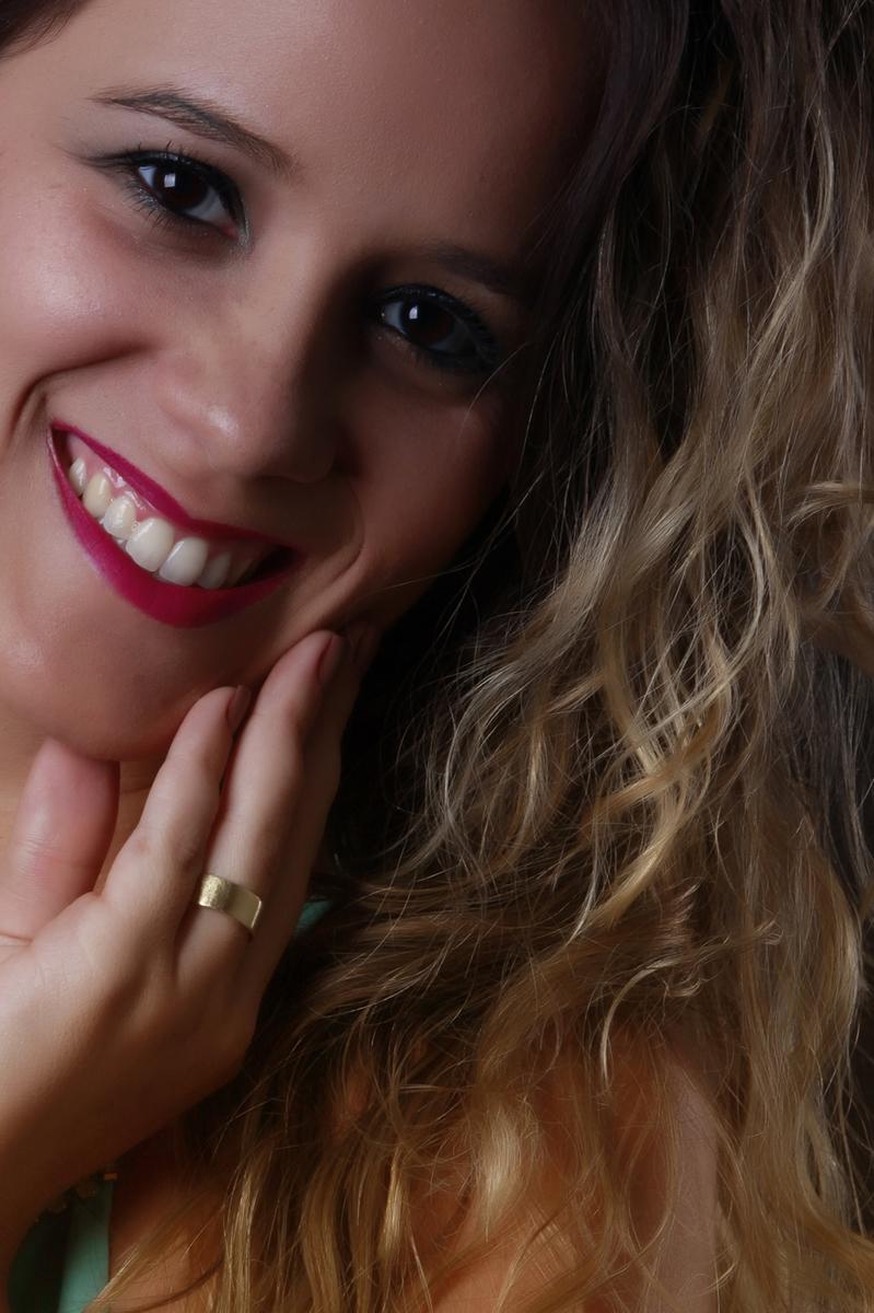 com um sorriso maravilhoso essa modelo desfilou simpatia no estudio do fotografo nico localizado na octogonal, bloco A, lj 7, subsolo em brasilia no distrito federal.