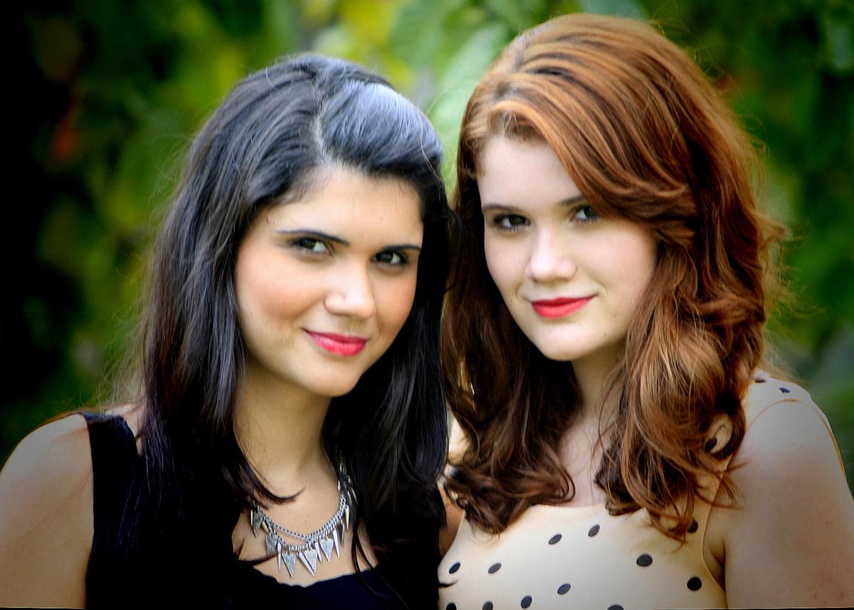 duas deusas, modelo internacional, uma ruiva a outra morena