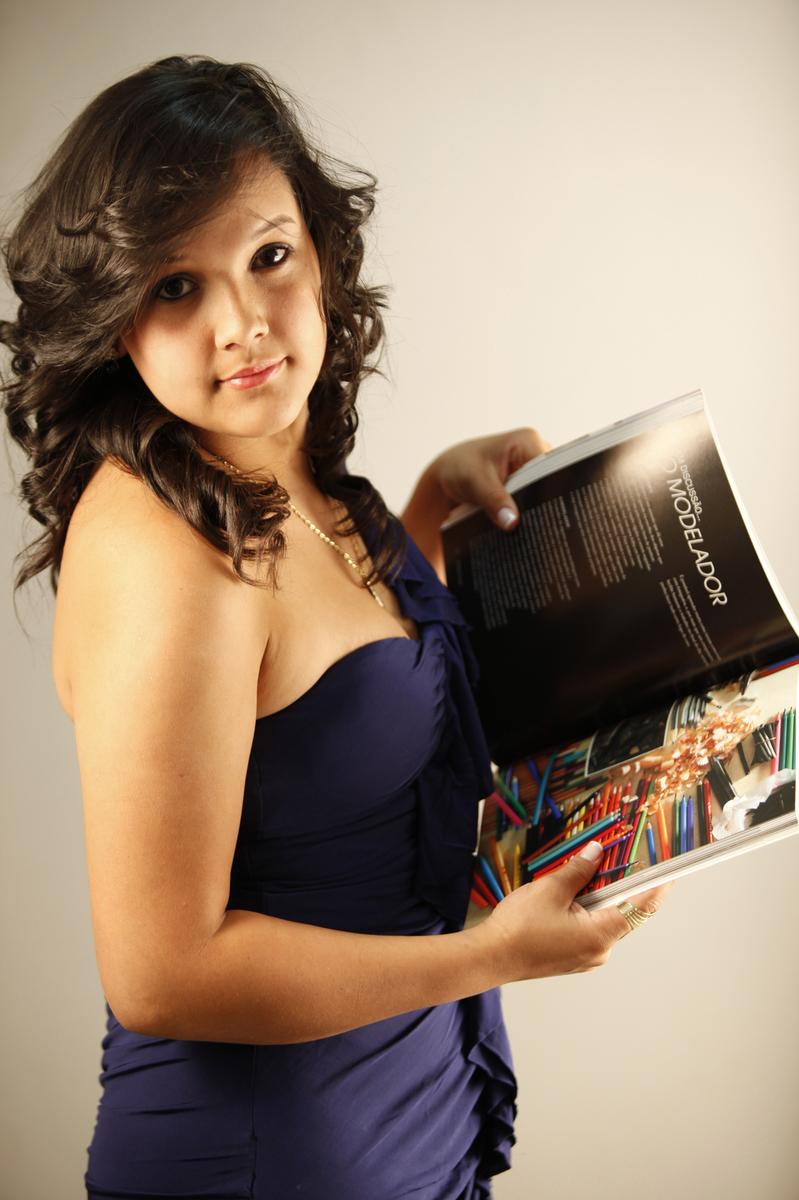 um momento de leitura e ao mesmo tempo um clic. assim foi o ensaio fotografico dessa modelo. venha realizar o seu book no nico studio fotografico localizado em brasilia.