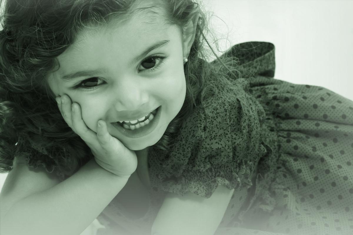 a foto dessa modelo kids e algo impressionante, com um sorriso no rosto e poses maravilhosas ela foi delineando o seu ensaio fotografico feito por nico em seu estudio fotografico localizado na octogonal em brasilia.