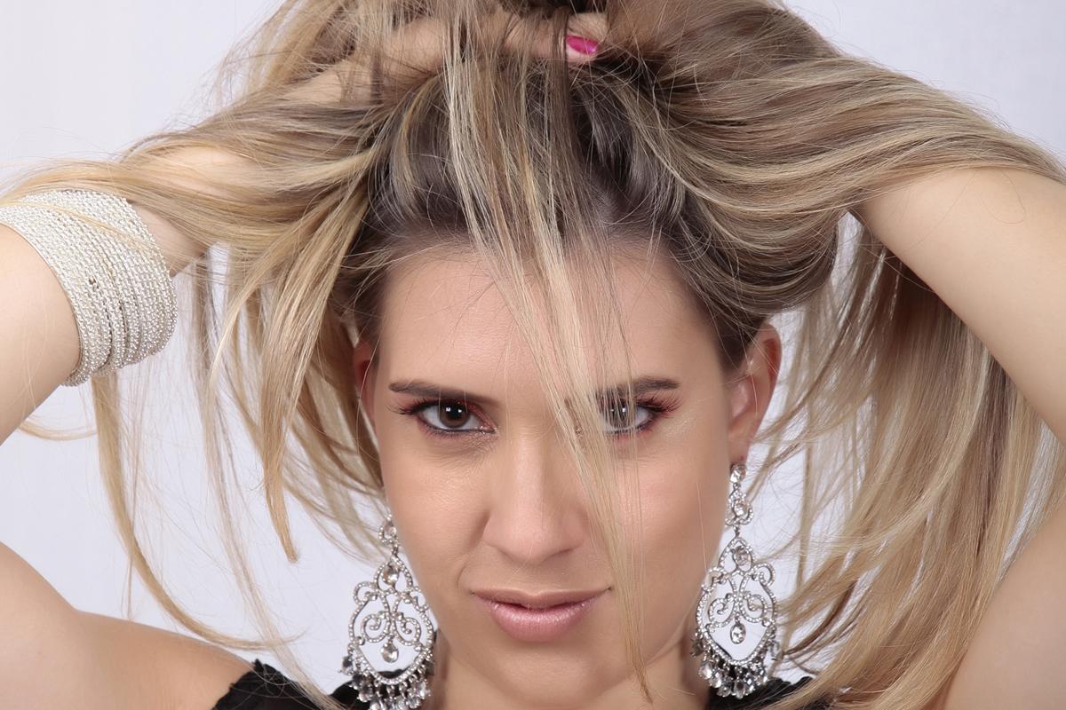 o que falar dessa deusa, com olhar concentrado seu ensaio fotografico foi realizado no nico studio fotografico localizado na octogonal em brasilia.