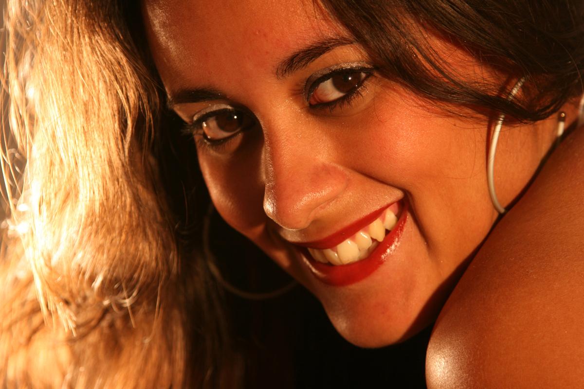 o que falar dessa deusa. com um olhar maravilhoso e um sorriso conquistador a modelo desliza na frente da lente do fotografo nico em seu estudio localizado na octogonal em brasilia.