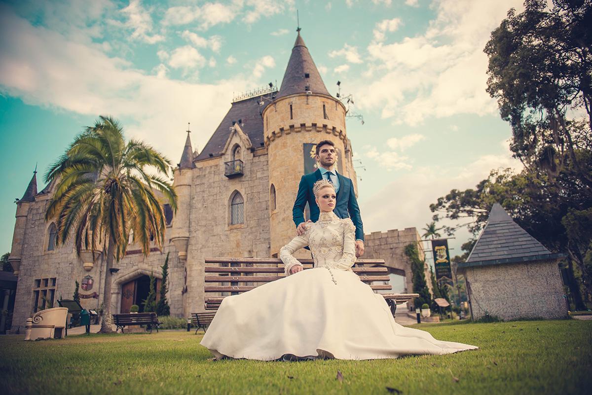 casal no banco castelo de itaipava