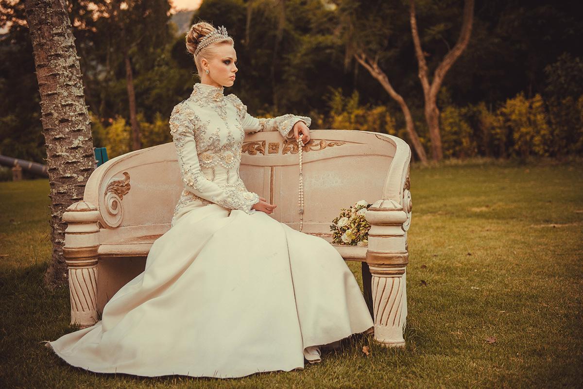 noiva vestido buquê no jardim castelo de itaipava