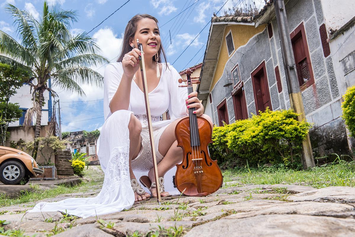 debutante com violino rua das pedra