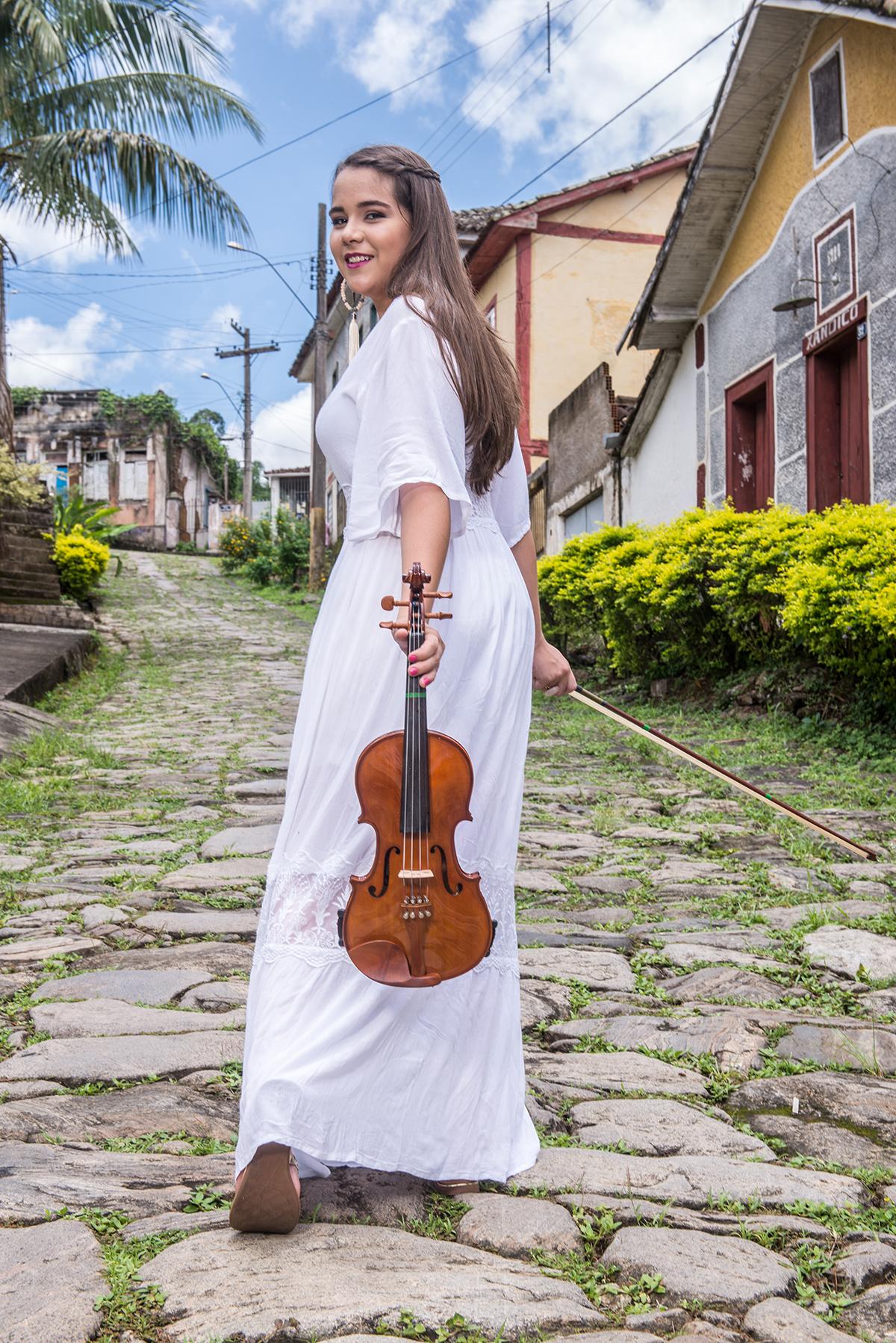 debutante com violino rua das pedras